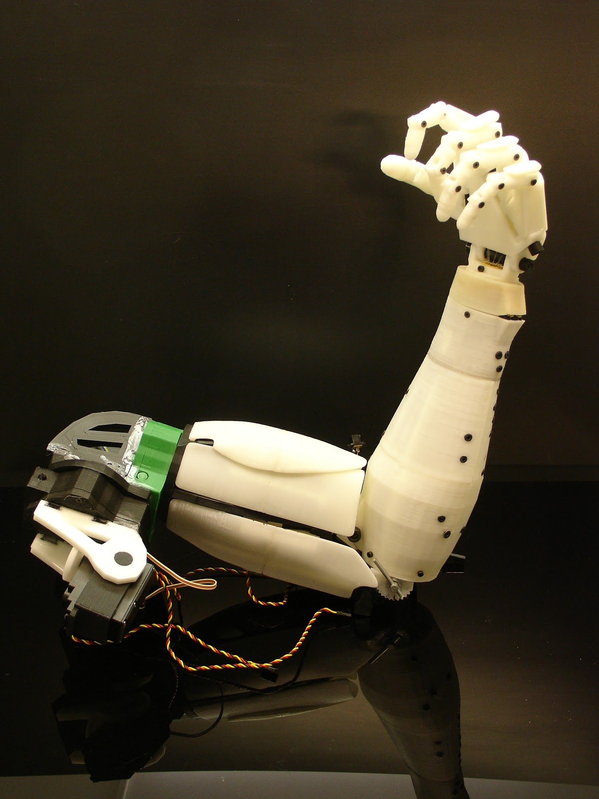 Leela 39 s blogfolio mind controlled robotic arm for prosthetics Motor for robotic arm